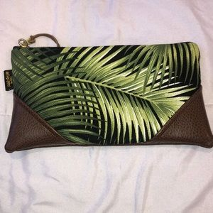 Sandy Feet Hawaii Zipper Clutch
